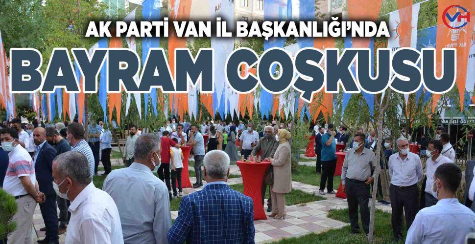Van AK Parti'de bayramlaşma programı